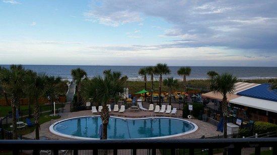 Seahorse Oceanfront Inn: Patio view