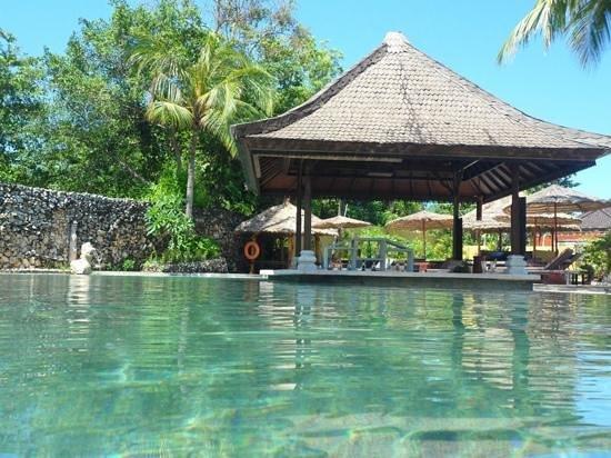 Keraton Jimbaran Beach Resort : barra en la pileta