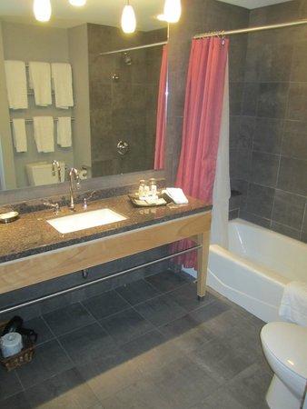 Brookstreet Hotel: My bathroom