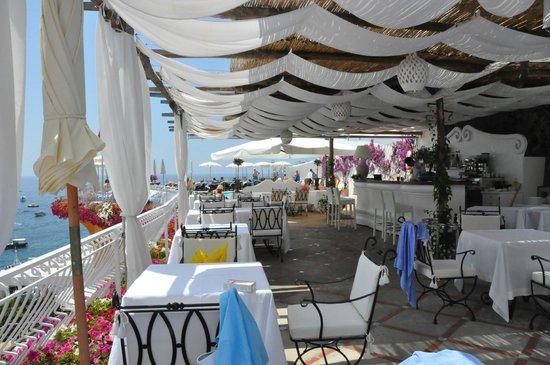 Covo Dei Saraceni : the fabulous pool area bar and restaurant
