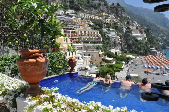 Covo Dei Saraceni: the beautiful smaller infinity pool and view of the town