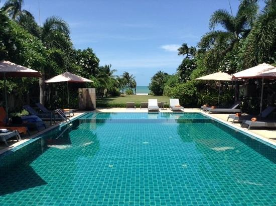 Bandara On Sea, Rayong : view from the main pool, cottages lining both sides.