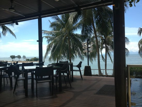 Four Points by Sheraton Penang: Outside dining area