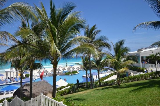 Golden Parnassus All Inclusive Resort & Spa Cancun : pool view