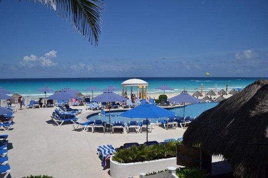 Golden Parnassus All Inclusive Resort & Spa Cancun : Pool area
