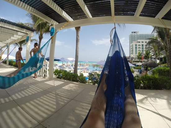 Golden Parnassus All Inclusive Resort & Spa Cancun: hammock