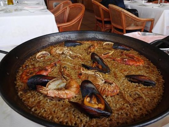 El Cangrejo Loco: 魚介パエリア
