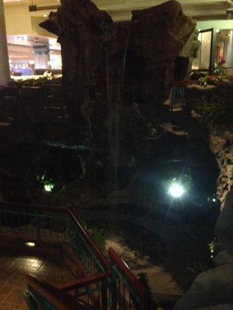 Foxwoods Resort Casino : Casino waterfall