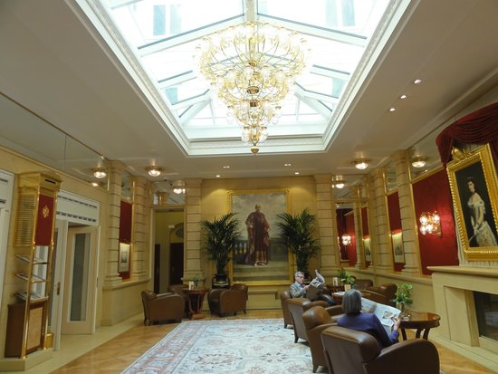 Kaiserin Elisabeth: Room next to main foyer