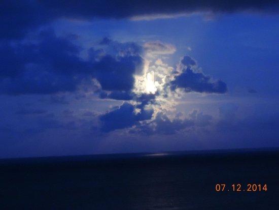 Ocean Sky Hotel & Resort: Nightime View