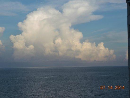 Ocean Sky Hotel & Resort: Beautiful Clouds