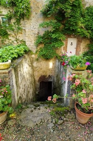 Chateau de la Barre : Down the Steps