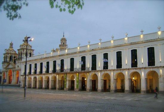 Museo Histórico UNC  Manzana Jesuítica: Plaza San Martin - Caildo+Catedral.