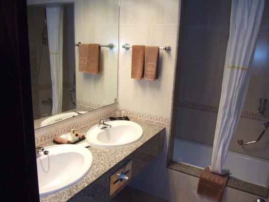 Hotel Riu Playacar : suite bathroom
