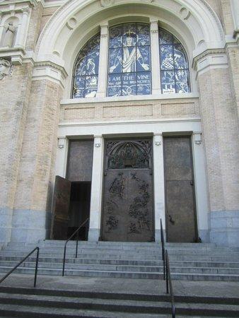 Saint James Cathedral: Saint James front entrance