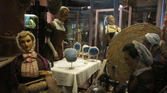 Musee de la Vie Bourguignonne: Lace making and bonnets
