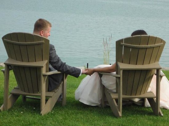 Port Dover, Canada : Relaxing after our wedding ceremony enjoying the breathtaking view!