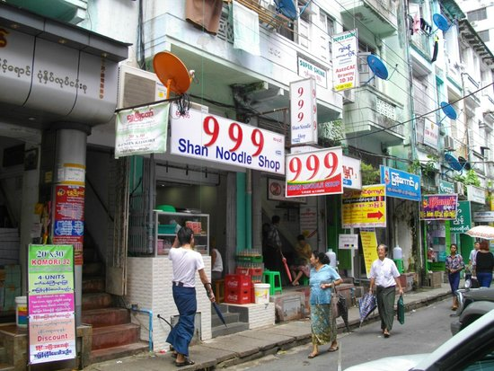 999 Shan Noodle House: お店の外観
