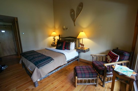 Moraine Lake Lodge : Bedroom