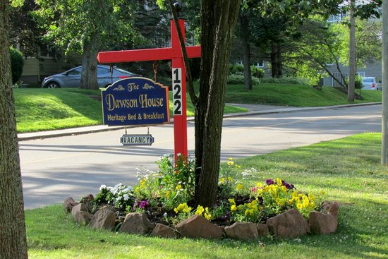The Dawson House: The Welcoming Sign
