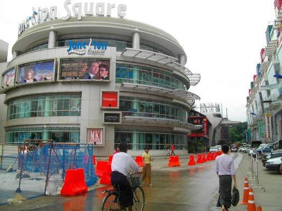 Junction Square, Yangon: 西側の入口付近