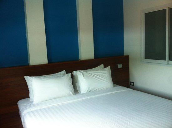 Thalassa Hotel: king bed