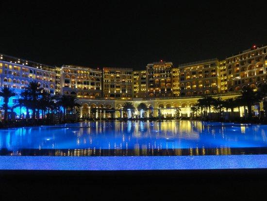 The Ritz-Carlton Abu Dhabi, Grand Canal : Pool area at night