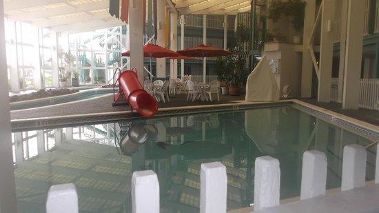 The Sandpiper Beacon Beach Resort: indoor pool