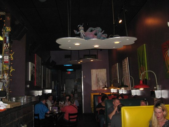 Lupi's Pizza Pies: Indoor seating area