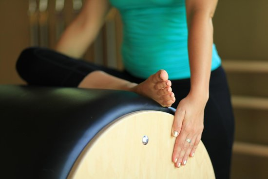 Florblanca - Pilates: Hip Stretch on the Ladder Barrel
