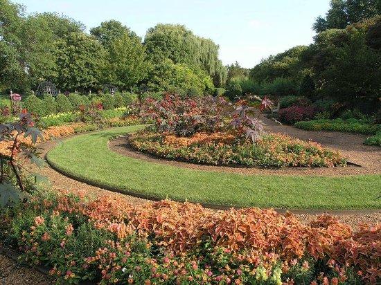 Cantigny Park : Only a tiny slice of the garrdens