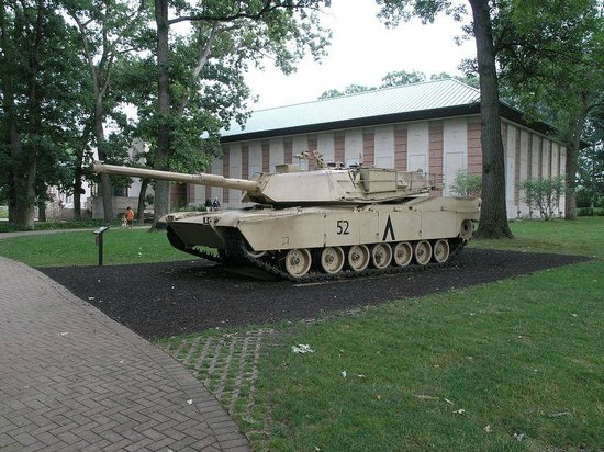 Cantigny Park : One of several tanks in front of military exhibit