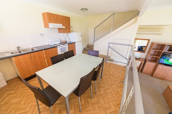 Peninsula Nelson Bay: Two Bedroom Apartment Kitchen