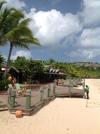 Galley Bay Resort: View of Teepee bar and Seagrape restaurant from the beach