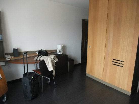 Adagio Annecy Centre : Our room