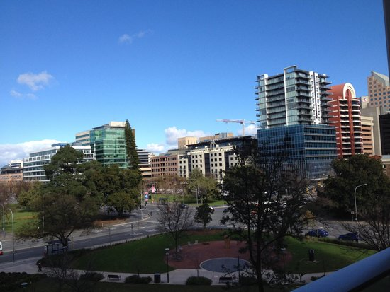 Crowne Plaza Adelaide : Hindmarsh Square View - Level 4 Balcony Room
