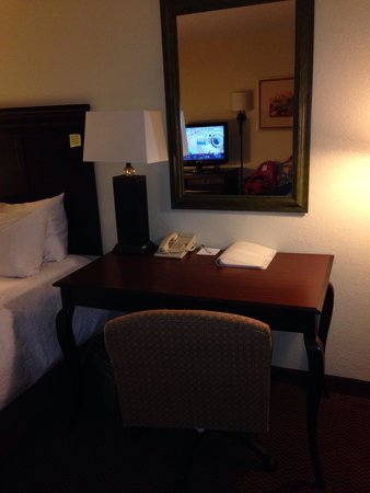 Hampton Inn & Suites Tupelo/Barnes Crossing: Desk
