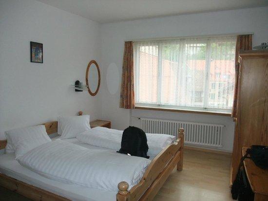 Hotel Drei Konige: Airy bedroom - top floor