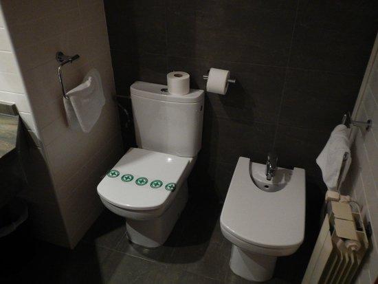California Garden: Ванная комната (её часть)