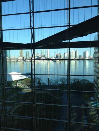 Conrad New York: ホテル渡り廊下からの景色