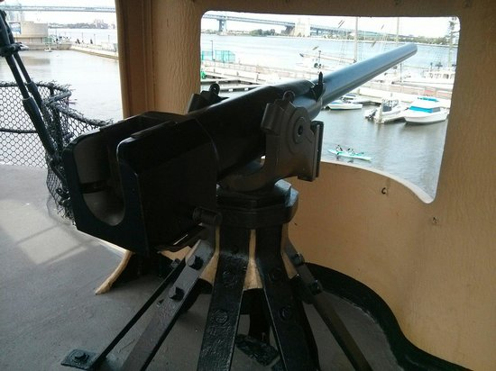 Independence Seaport Museum: One of the guns on deck