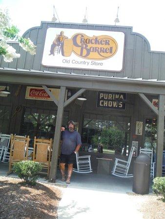 Cracker Barrel: Exterior