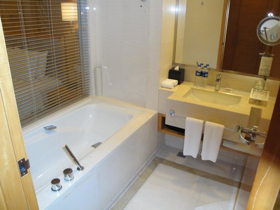 Friend Plaza Hotel Dandong: Bath room