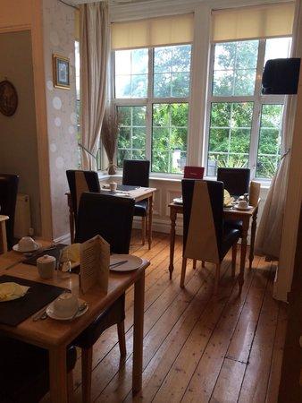 Fernroyd House B&B: Breakfast and gathering area