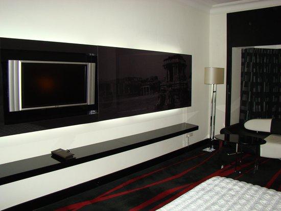Le Meridien Bangalore : ...adequately spacious