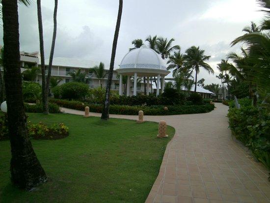 Excellence Punta Cana: Main walk