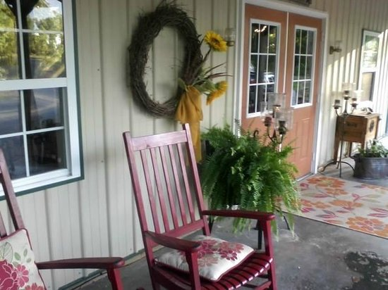 the W Restaurant: Front porch...so charming!