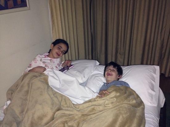 La Sebastiana Suites : cama retratil com acomodação para duas crianças