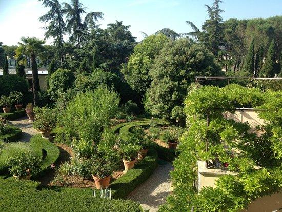 Villa Scacciapensieri: Hotel gardens
