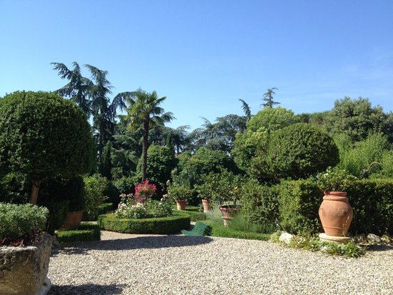 Villa Scacciapensieri : Hotel gardens at entrance